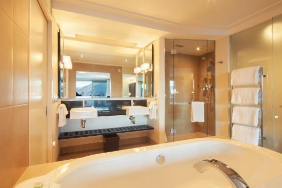 The Spire Hotel Queenstown: Bathroom