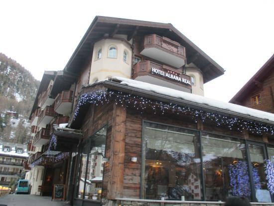 ألبانا ريل: มี ร้านอาหารไทย อยู่ ด้านหน้าโรงแรม ที่พัก ด้วย ครับ