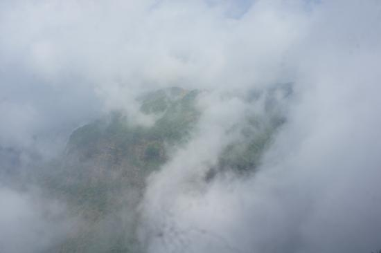 Nohkalikai Falls: cloudy