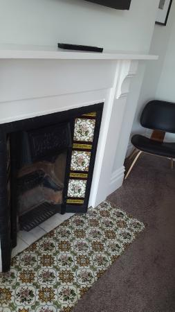 2 Crescent Gardens: Cool fireplace