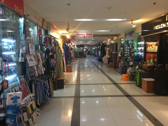 Xiangyang Market : Many shops