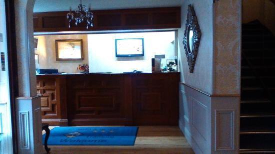 O'Shea's Hotel: Reception area