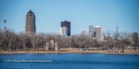 Gray's Lake Park: City across the lake