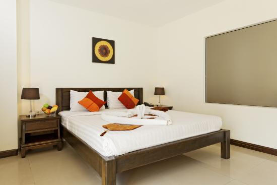 Garden Phuket Hotel: King bed