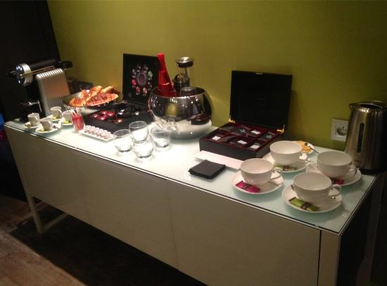 Hotel le Petit Paris: Free coffee  & tea in the afternoon