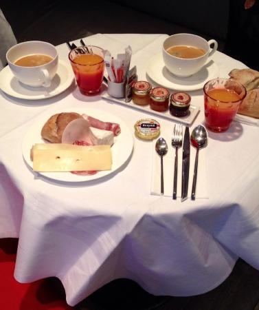Hotel le Petit Paris: Breakfast of the champions ;-)
