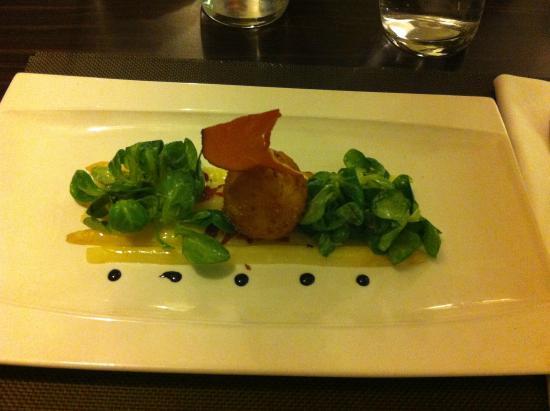 Chez Ospi : L' oeuf mollet croustillant au jambon de pays, vinaigrette d'asperge blanche  à l'huile de truff