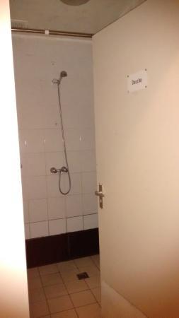 Hotel Manofa: ducha común