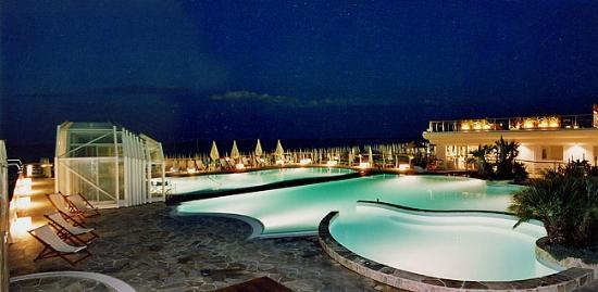 Hotel Condor: Piscina presso il bagno convenzionato