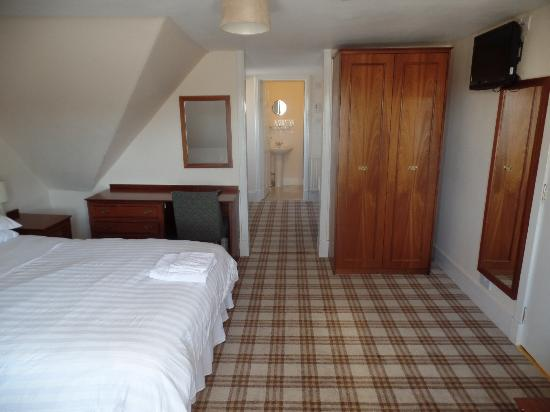 Grant Arms Hotel: Triple room