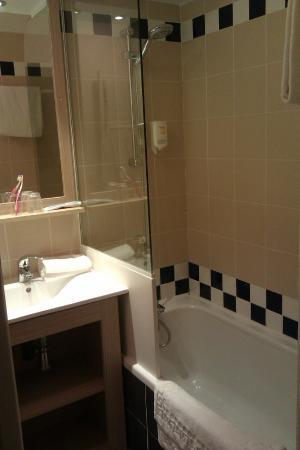 Adagio Access Marseille Prado Perier : the bathroom
