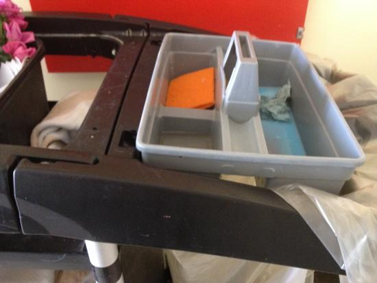 Labranda Aqua Fun Club Marrakech : Ceci sont les produits utilises pour le nettoyage dans un hotel club soit disant 4,5 etoiles !!