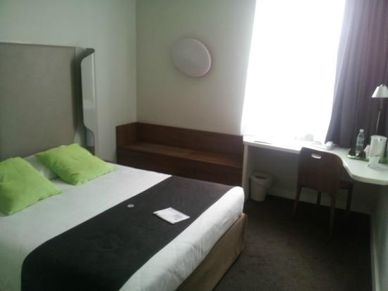 Hotel Premiere Classe Wroclaw Centrum : confortable bed