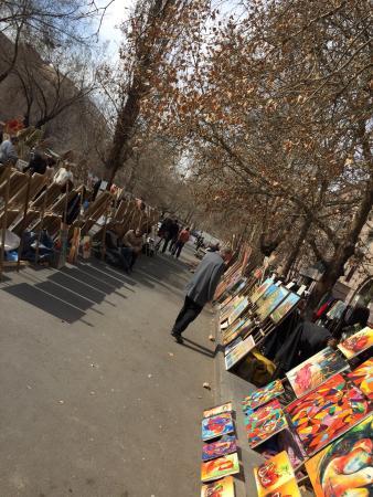 "Vernissage Market: Блошиный рынок ""Вернисаж"""