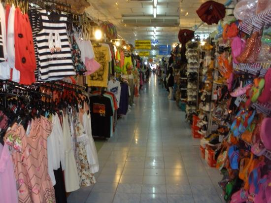 Phuket-ville, Thaïlande : One of the many aisles in expo