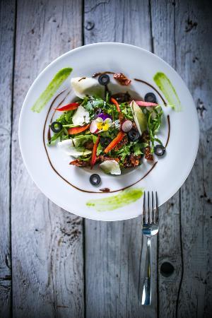 Bori Mami kávézó és étterem: Római saláta aszalt paradicsommal és olívabogyóval