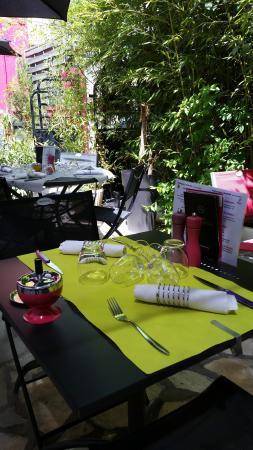Hotel des Causses: terrasse pour déjeuner