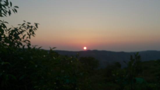 SVInns Dwarkadhish Resort : Sunrise from Family room