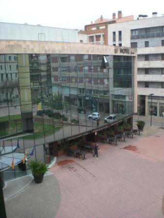 Hotel Carlemany: Vista a la plaza desde la habitación 318