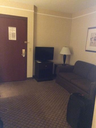 Holiday Inn Express Hotel & Suites Grand Rapids Airport : Front Room