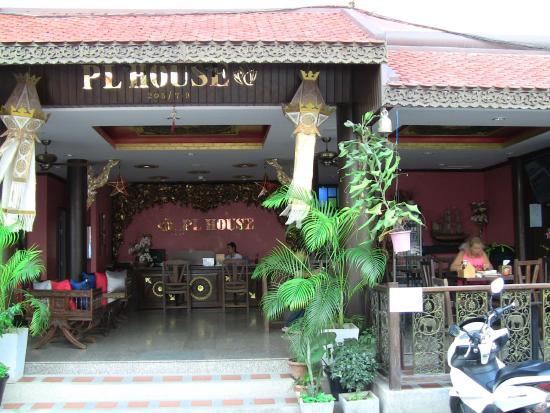 PL House : Отель