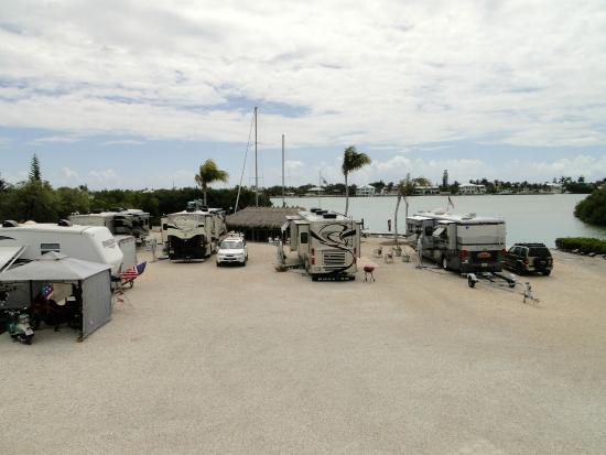 Bonefish Bay Motel: Water sites for RV parking.