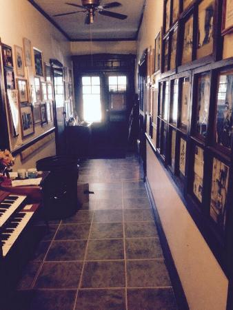 Riverside Hotel : The lobby with lots of great pics of former guests - musical history