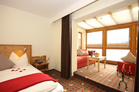 Landhotel Alphorn: Landhotelzimmer mit Wintergarten