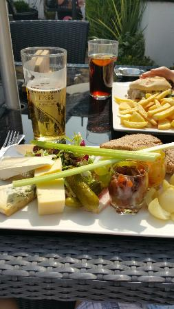 George Hotel : Ploughman's lunch