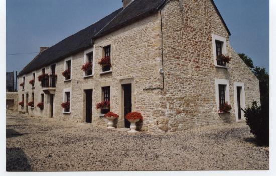 Manvieux, Франция: la maison en pierres de caen du XVIII ème siècle