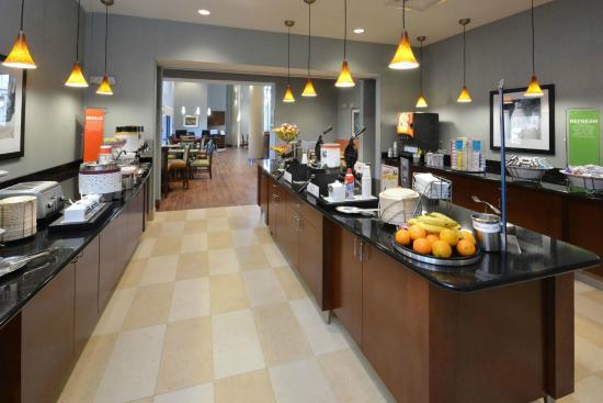 Hampton Inn Raleigh Durham Airport: Breakfast Area