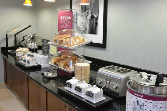 Hampton Inn Raleigh Durham Airport : Breakfast Area