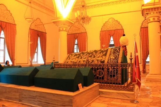 Osman Gazi ve Orhan Gazi Türbeleri - Picture of Tombs of ...
