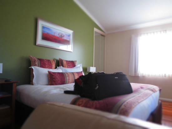 Yabbaloumba Retreat: The bed.