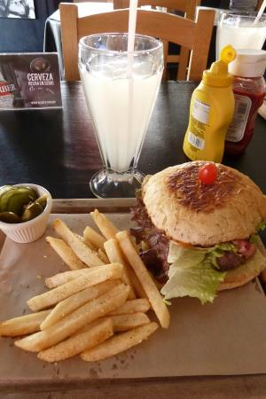 Merendero Lake Burgers: Great Burger