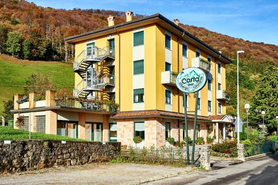 Hotel Costa: l hotel con parcheggio privato...