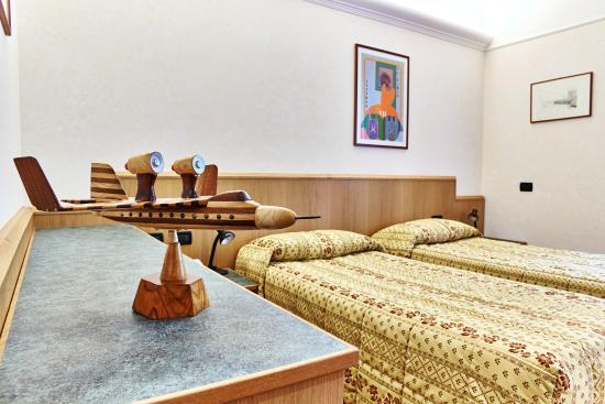 Hotel Costa : camera doppia con letti singoli...