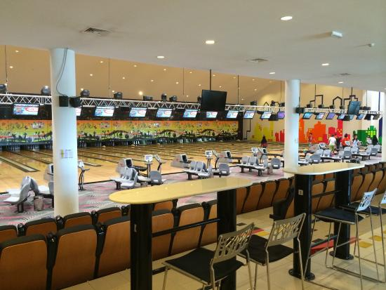 Seria, Brunei Darussalam: Modern bowling centre