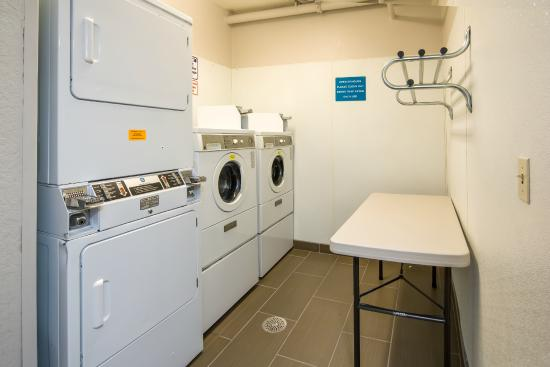 Microtel Inn & Suites by Wyndham Leesburg/Mt Dora: Guest Laundry Facility