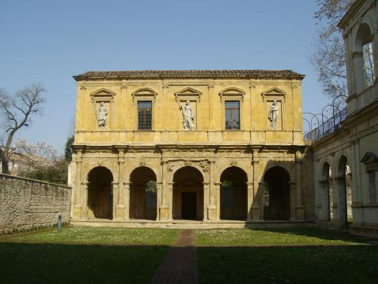 Lodge and Odeo Cornaro