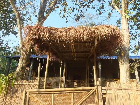 The la maison de ananda bamboo hut