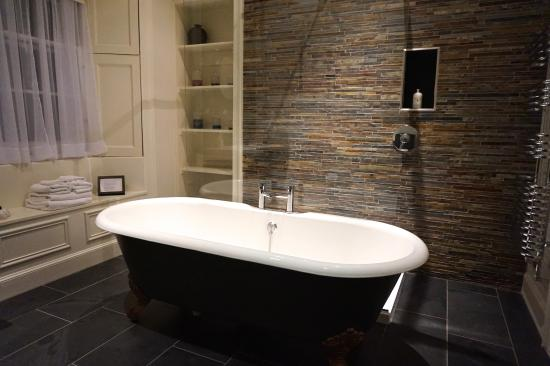 Five Pilmour Place: Luxurious bathroom