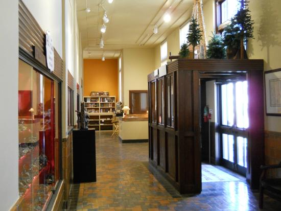 Old Post Office Museum and Art Center: Front hall displays - Old Post Office Museum