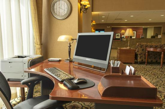 Hampton Inn & Suites Dothan: Business Center