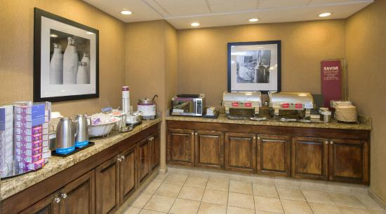Hampton Inn & Suites Dothan: Breakfast Area