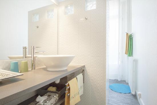 B&B Cosy Corner Bordeaux : salle d'eau des chambres Mimosa et/ou Océan