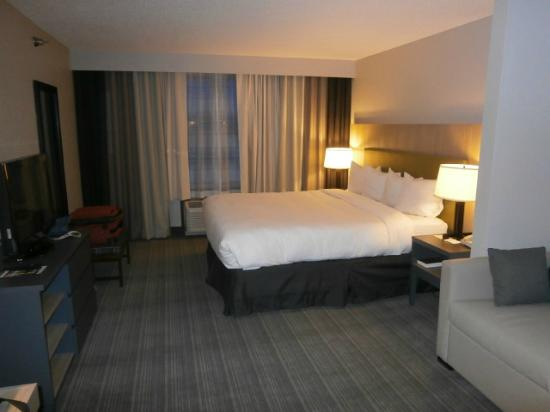 Country Inn & Suites by Radisson, Minneapolis West, MN : Guest Room, Comfortable Bed