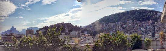 South American Copacabana Hotel: Montagem da vista da cobertura (favela do Cantagalo)