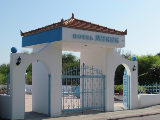 Hotel Muses: Eingangstor