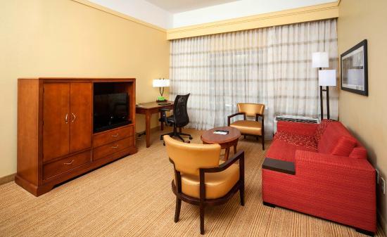 Courtyard Valdosta: King Suite Living Area